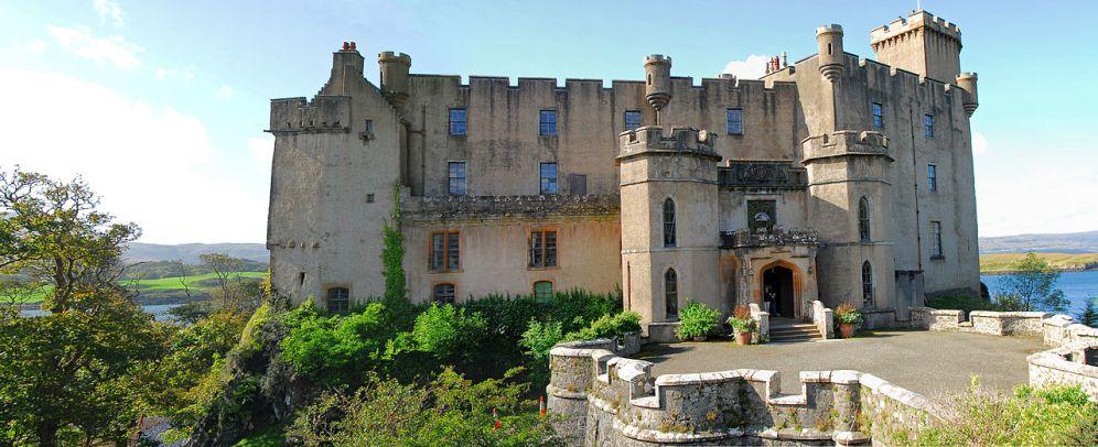 1280px-Dunvegan_castle1