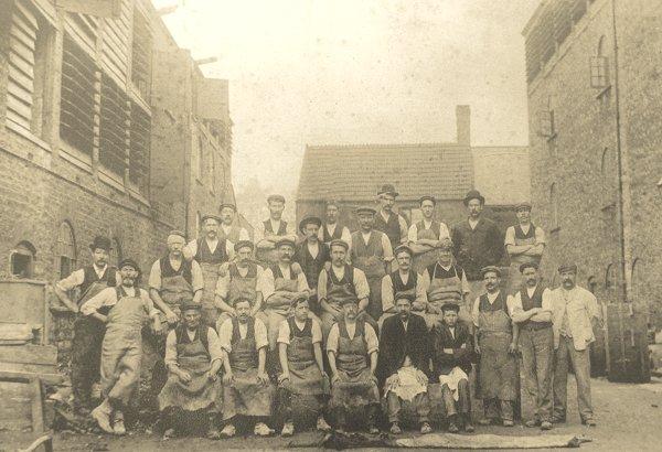 bideleather-workers